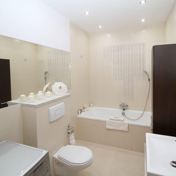 bathroom-2094733